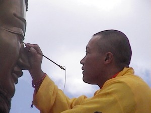 Sakyong_paints_buddha_eyes